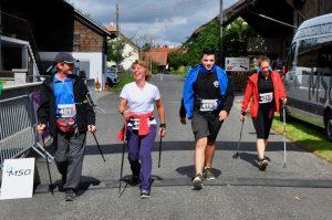 Arrivée d'un groupe de 4 personnes de la catégorie Nordic walking